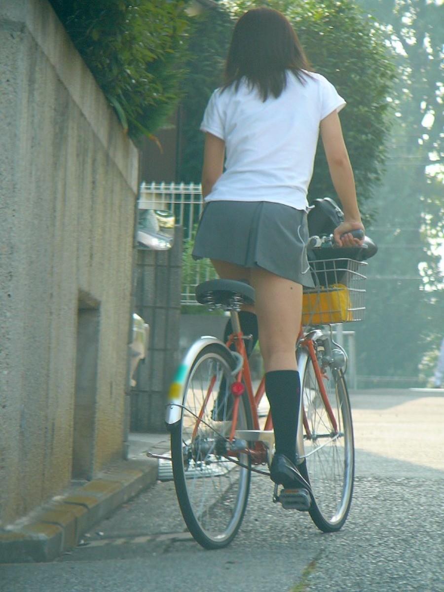 【美脚エロ画像】パンチラ狙いだけじゃない!美脚にも目を向けるべきチャリ娘www 08