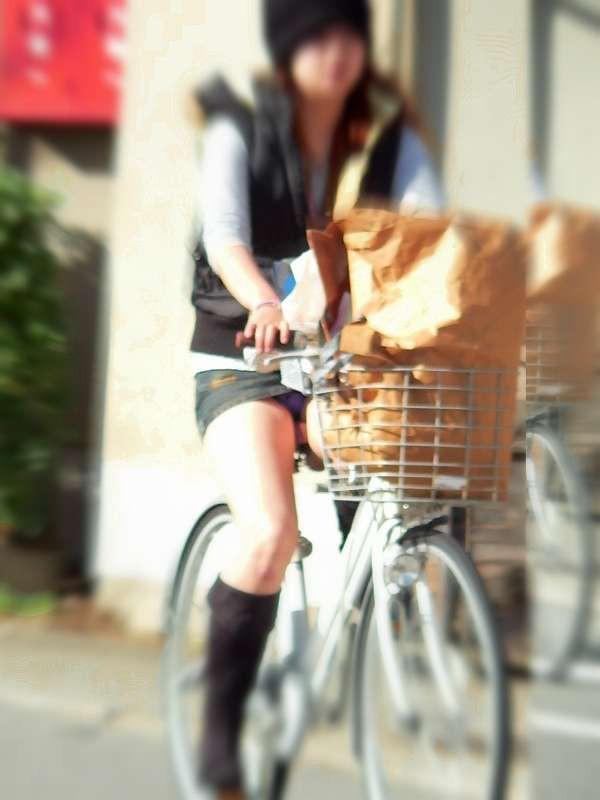 【美脚エロ画像】パンチラ狙いだけじゃない!美脚にも目を向けるべきチャリ娘www 11