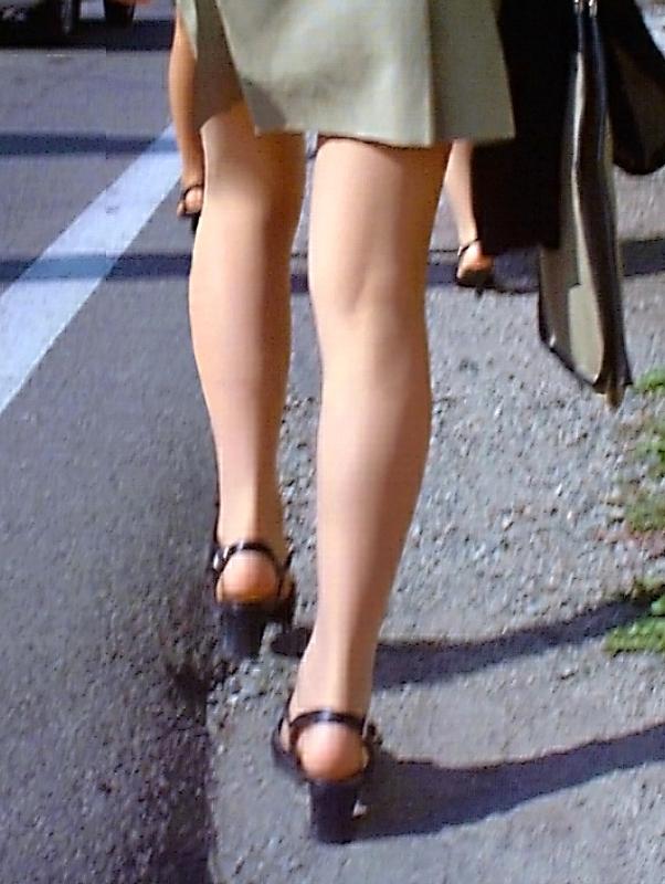 【美脚エロ画像】根元から爪先まで愛でるべし!街中は見過ごせない美脚だらけwww 07