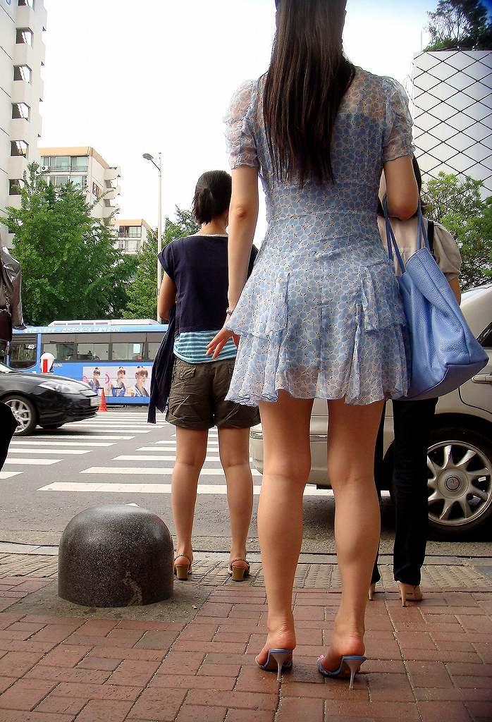 【美脚エロ画像】根元から爪先まで愛でるべし!街中は見過ごせない美脚だらけwww 12