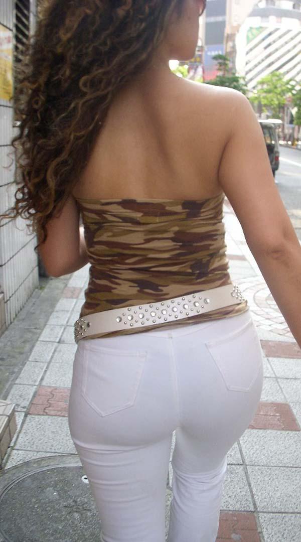 【私服エロ画像】涼しげかつ大胆!タッチぐらいは許して欲しい綺麗な背中丸出しの女www 08