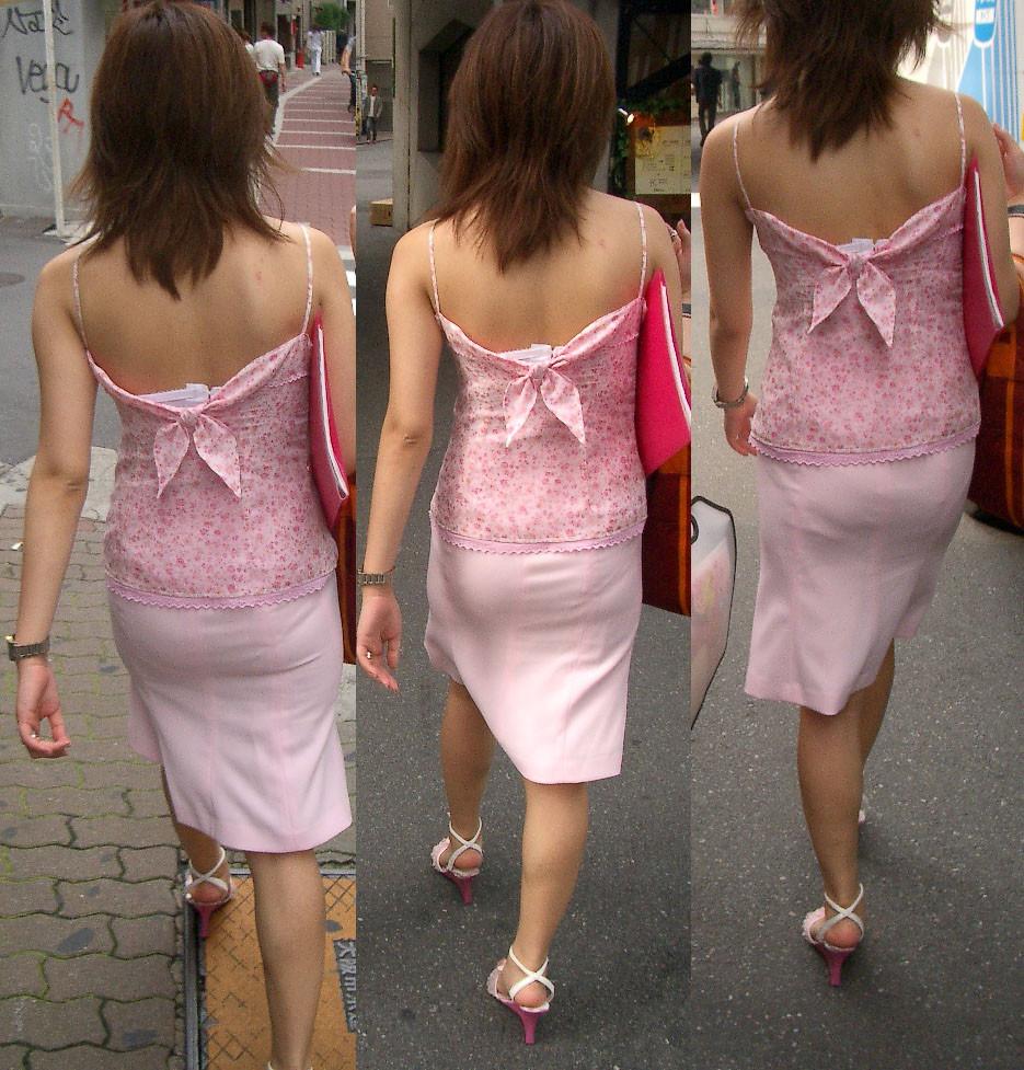 【私服エロ画像】涼しげかつ大胆!タッチぐらいは許して欲しい綺麗な背中丸出しの女www 11