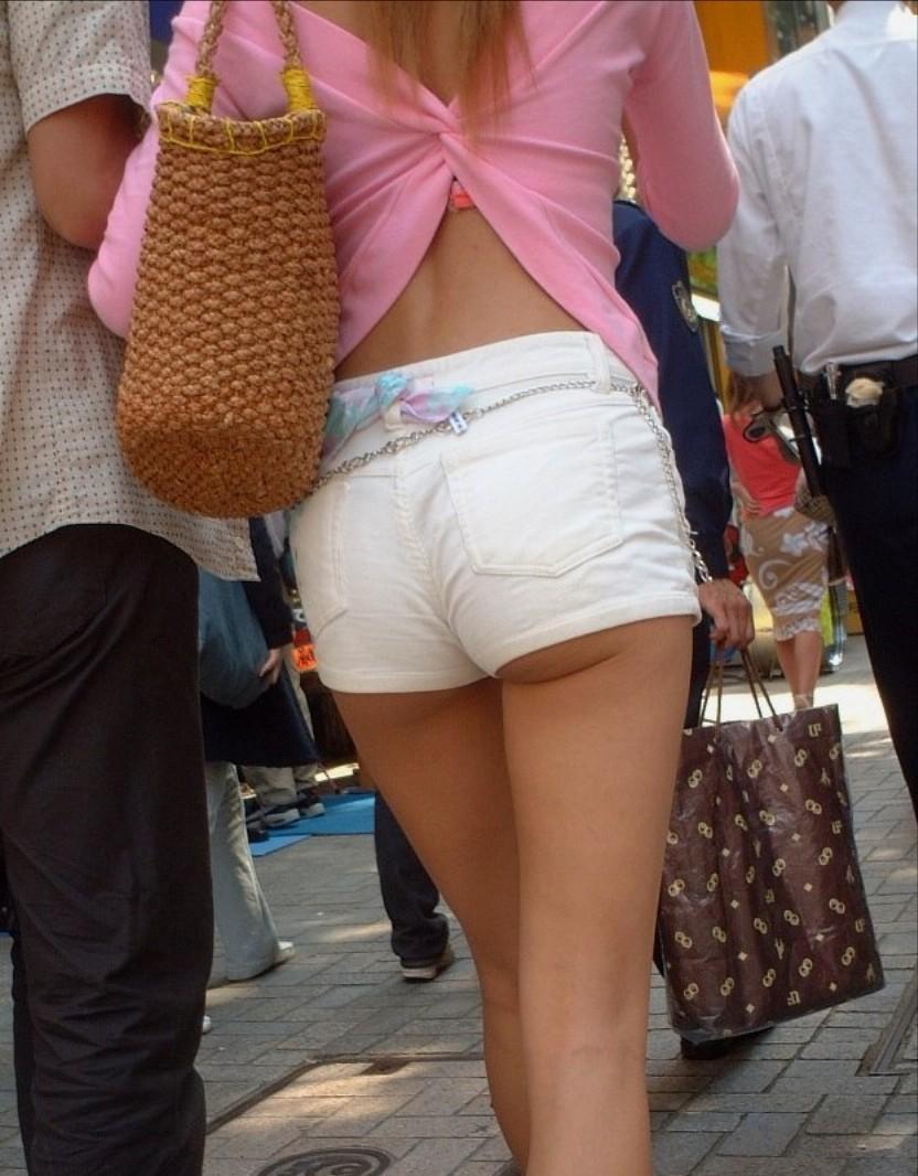 【私服エロ画像】涼しげかつ大胆!タッチぐらいは許して欲しい綺麗な背中丸出しの女www 16