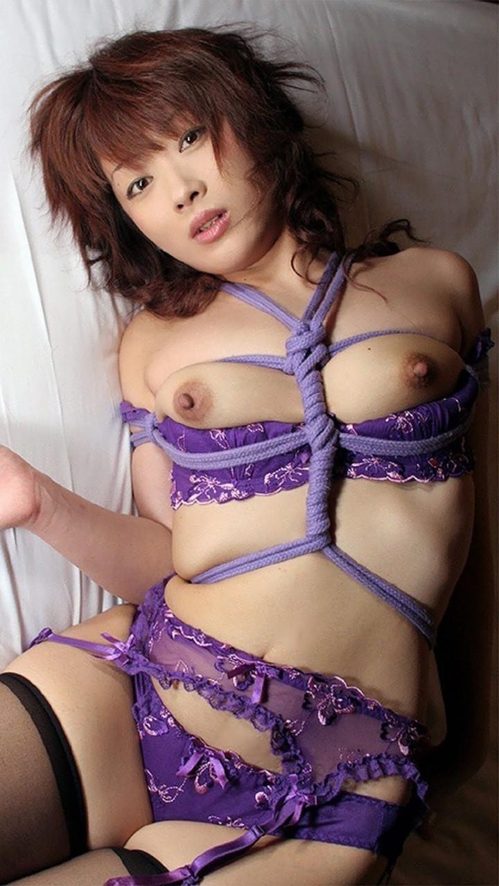 【SMエロ画像】調教されてる間は巨乳になれる?いつもより大きく見える緊縛おっぱいwww 09