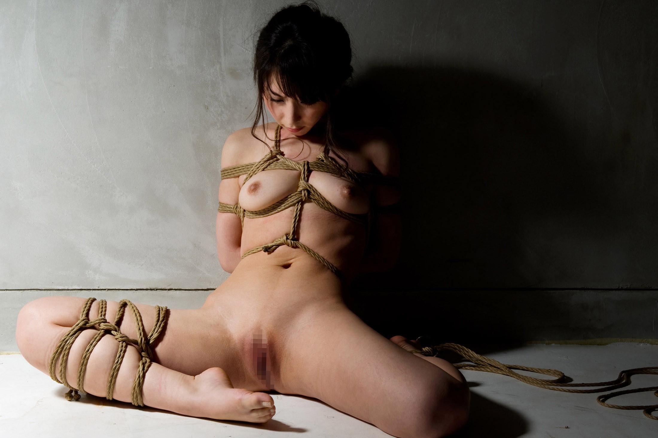【SMエロ画像】調教されてる間は巨乳になれる?いつもより大きく見える緊縛おっぱいwww 13