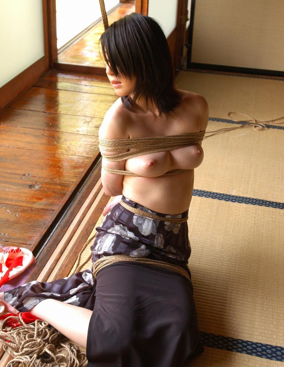 【SMエロ画像】調教されてる間は巨乳になれる?いつもより大きく見える緊縛おっぱいwww 18