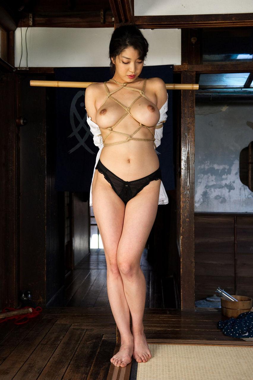 【SMエロ画像】調教されてる間は巨乳になれる?いつもより大きく見える緊縛おっぱいwww 19