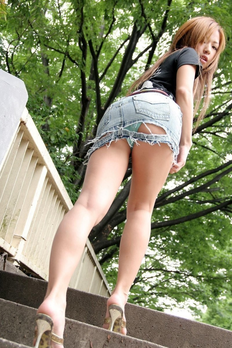 【裂けフェチエロ画像】伝線とかデニム破れとかw指摘したくなる服裂け女子www 07