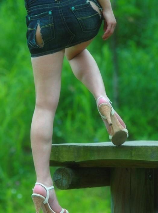 【裂けフェチエロ画像】伝線とかデニム破れとかw指摘したくなる服裂け女子www 08