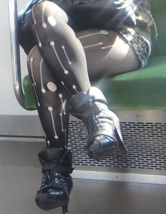 【裂けフェチエロ画像】伝線とかデニム破れとかw指摘したくなる服裂け女子www 18