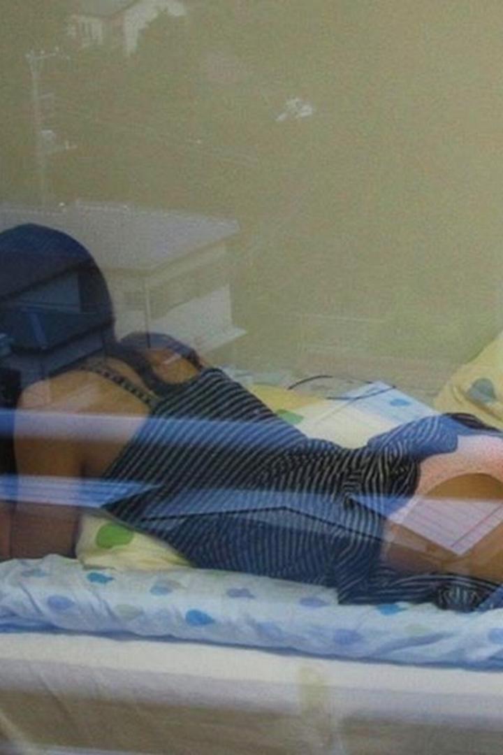 【民家覗きエロ画像】窓は開けちゃ…覗いたら見えてしまった住人たちの恥部www 02