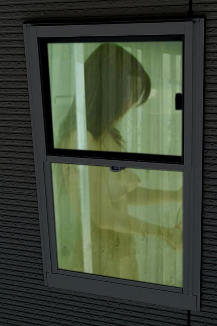 【民家覗きエロ画像】窓は開けちゃ…覗いたら見えてしまった住人たちの恥部www 15