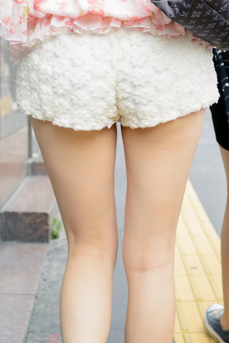 【ショーパンエロ画像】丸出しの脚と見えそうな尻にジュルリ…そそる街角ショーパンギャルwww 07