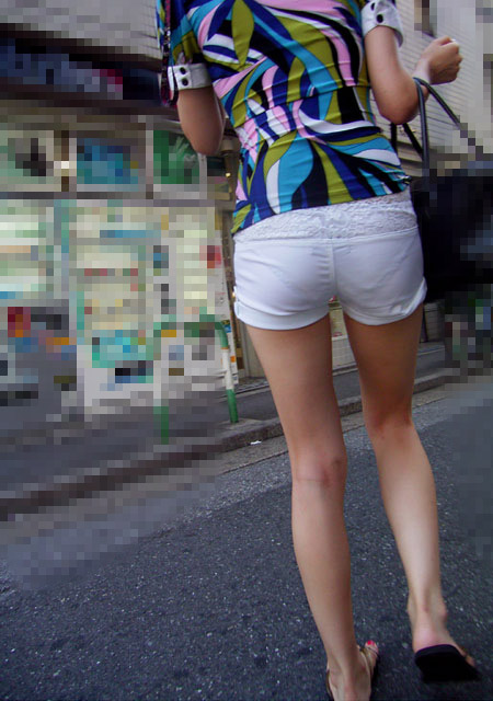 【ショーパンエロ画像】丸出しの脚と見えそうな尻にジュルリ…そそる街角ショーパンギャルwww 20