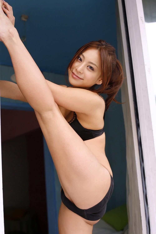 【軟体エロ画像】性的に活かせて当然の逸材!軟体女性の股間を意識させるポーズの数々www 07