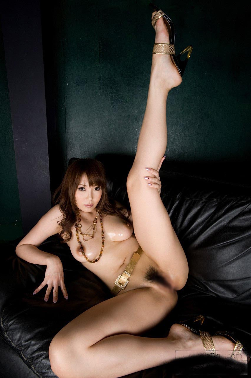 【軟体エロ画像】性的に活かせて当然の逸材!軟体女性の股間を意識させるポーズの数々www 09