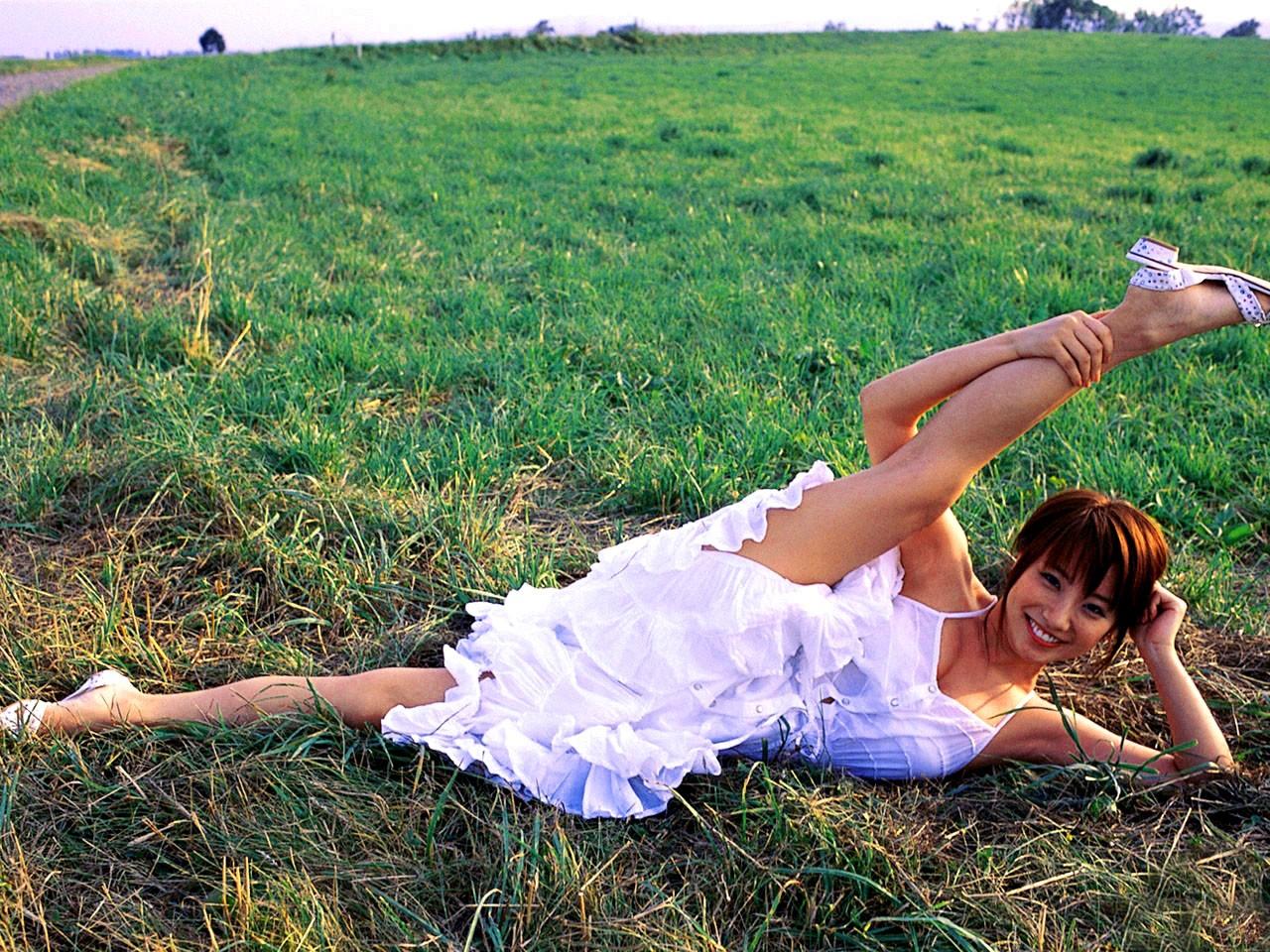 【軟体エロ画像】性的に活かせて当然の逸材!軟体女性の股間を意識させるポーズの数々www 10