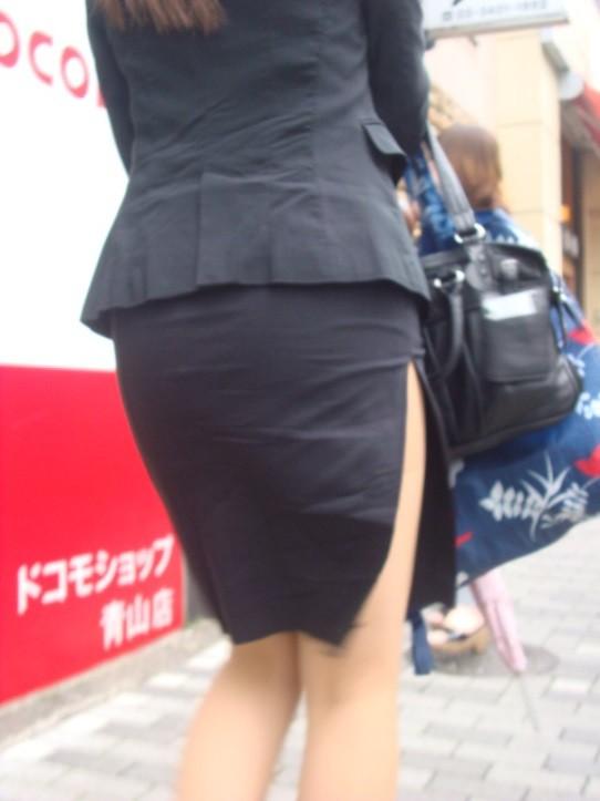 【着衣尻エロ画像】タイト最高!お尻の大きさ形が丸判りになる正装だなんてwww 03