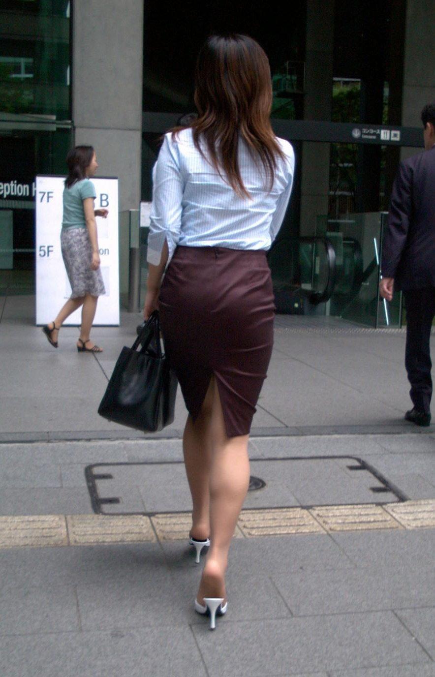 【着衣尻エロ画像】タイト最高!お尻の大きさ形が丸判りになる正装だなんてwww 08