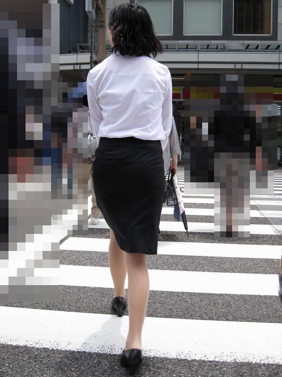 【着衣尻エロ画像】タイト最高!お尻の大きさ形が丸判りになる正装だなんてwww 09