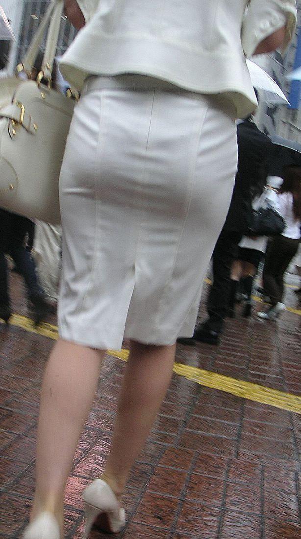 【着衣尻エロ画像】タイト最高!お尻の大きさ形が丸判りになる正装だなんてwww 19