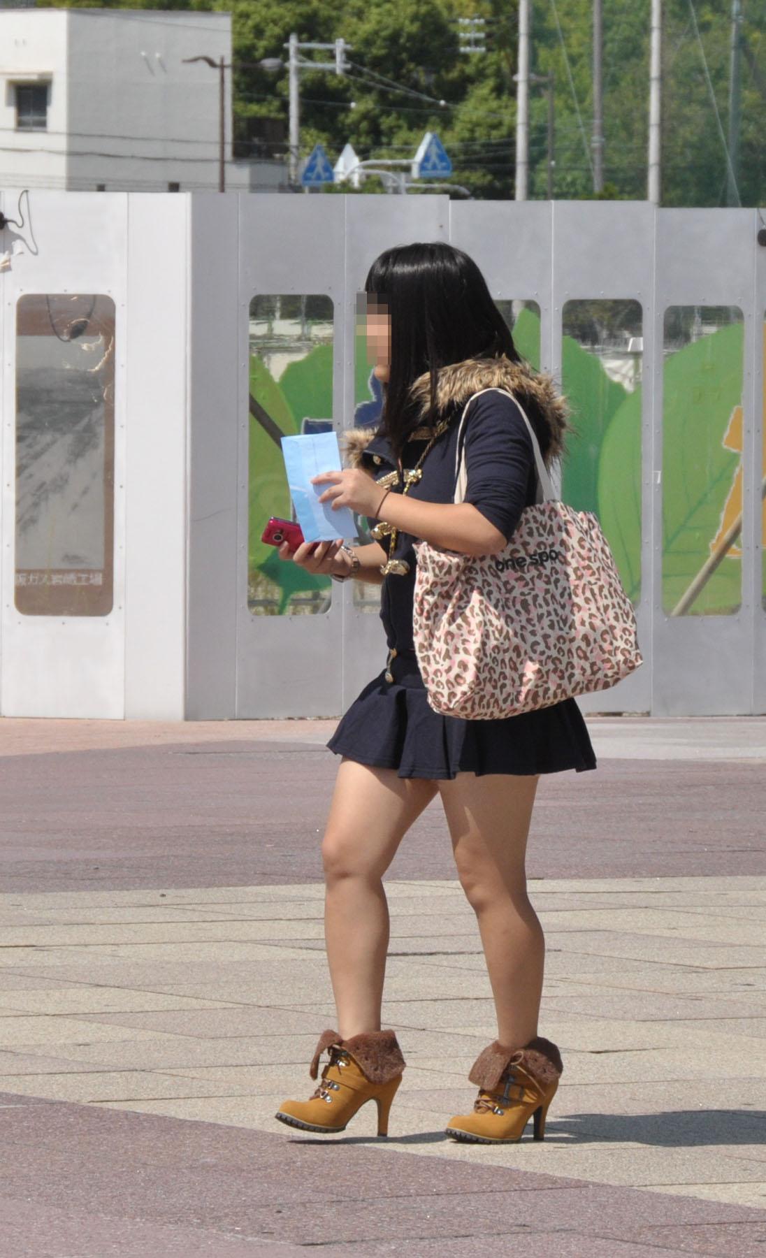 【太ももエロ画像】ムチムチが足りなくて…街行くお姉さん達で太もも成分を補給www 03
