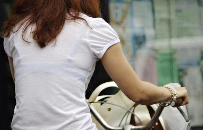 【透けブラエロ画像】衣替え前倒しになる前にw女体に食い込んだ透けブラwww 001