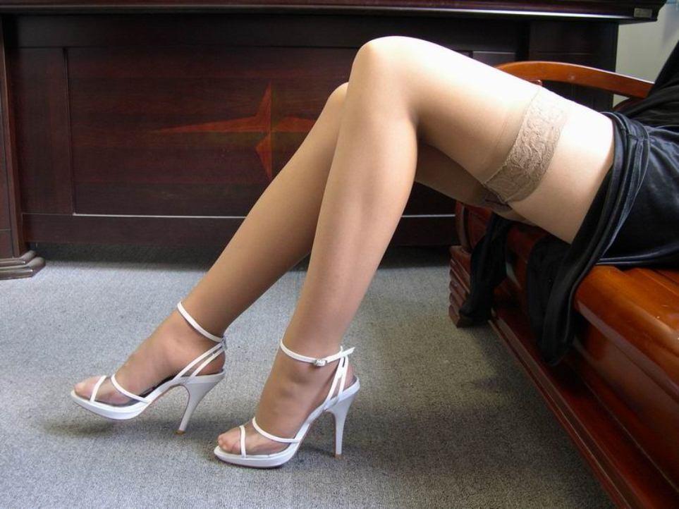 【美脚エロ画像】履いてる人は今夜ヤる気?ニーハイストッキング美脚は欲しいのサインwww 03