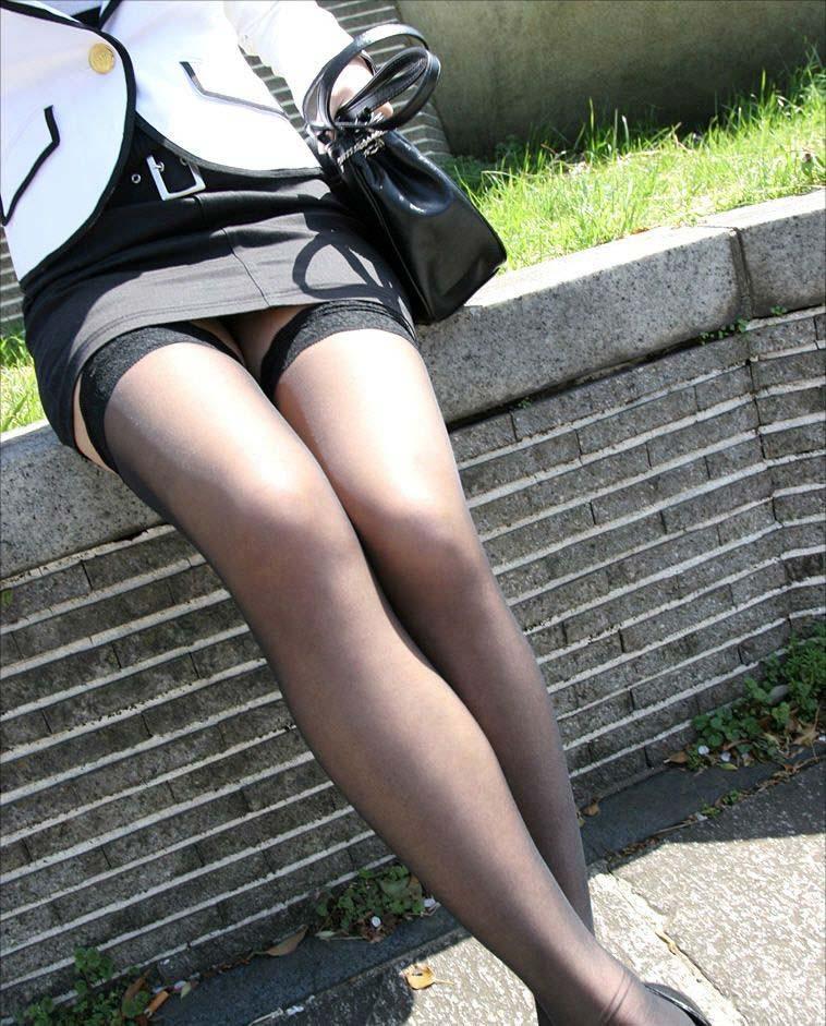 【美脚エロ画像】履いてる人は今夜ヤる気?ニーハイストッキング美脚は欲しいのサインwww 16