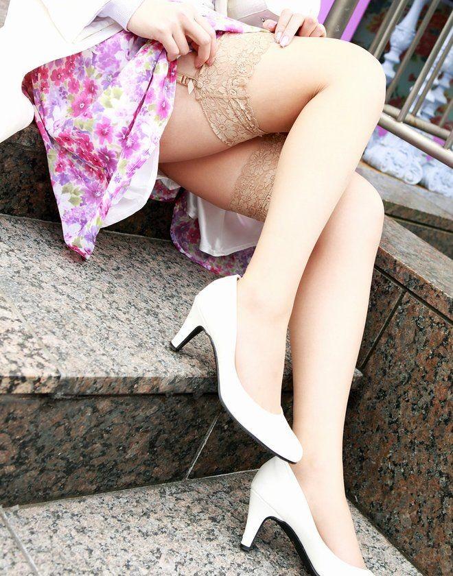 【美脚エロ画像】履いてる人は今夜ヤる気?ニーハイストッキング美脚は欲しいのサインwww 19