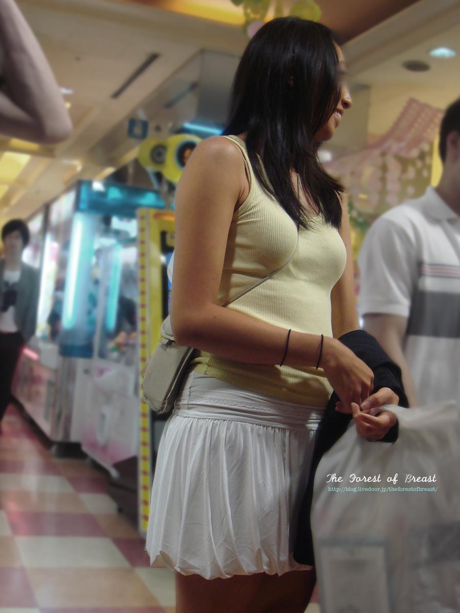 【パイスラエロ画像】尖らせ過ぎて何が目的?バッグ紐で胸を立てたパイスラ族www 19