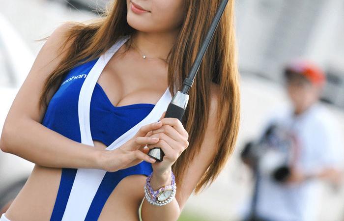 【RQエロ画像】肉体的に恵まれ過ぎな今時のRQ!巨乳のせいでレースが頭に…www 001