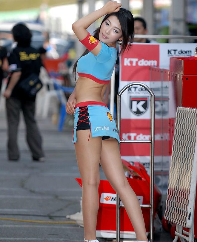 【RQエロ画像】肉体的に恵まれ過ぎな今時のRQ!巨乳のせいでレースが頭に…www 12