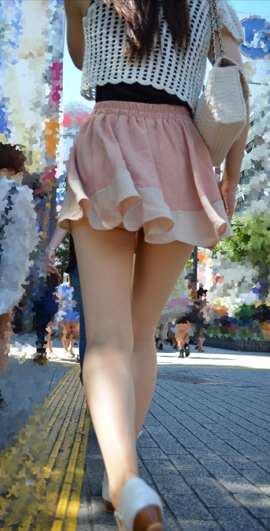 【美脚エロ画像】肌寒かったら撫でてあげたいw街でよく見る魅惑的な太ももwww 10