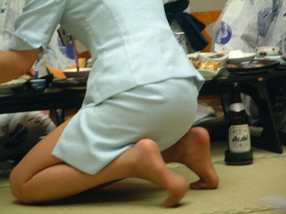 【宴会エロ画像】一度は呼んでみたいw出張の密かな楽しみピンクコンパニオンwww 07