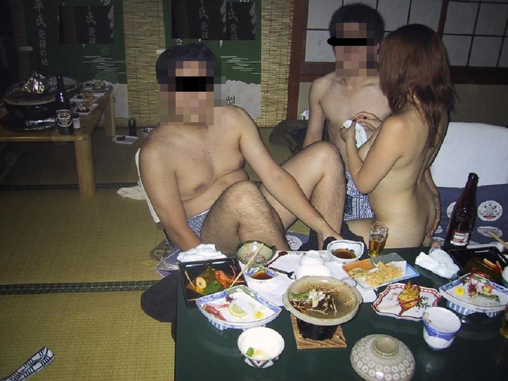 【宴会エロ画像】一度は呼んでみたいw出張の密かな楽しみピンクコンパニオンwww 09