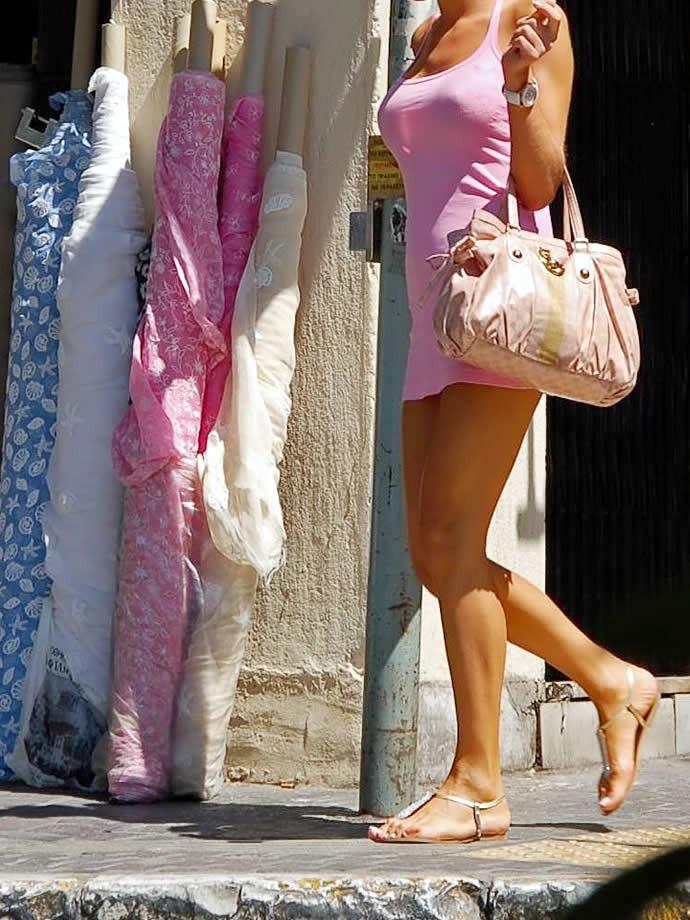 【巨乳エロ画像】胸の状態がこの時点でガン見対象w逃す事はできない街の着衣巨乳www 18