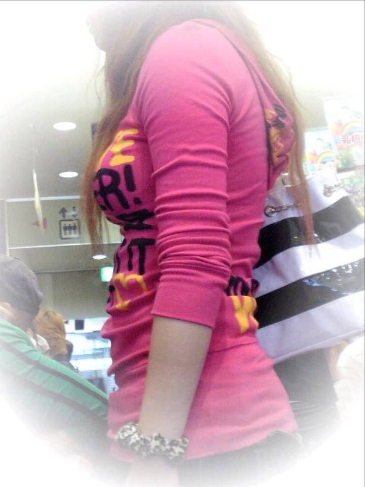 【巨乳エロ画像】胸の状態がこの時点でガン見対象w逃す事はできない街の着衣巨乳www 20
