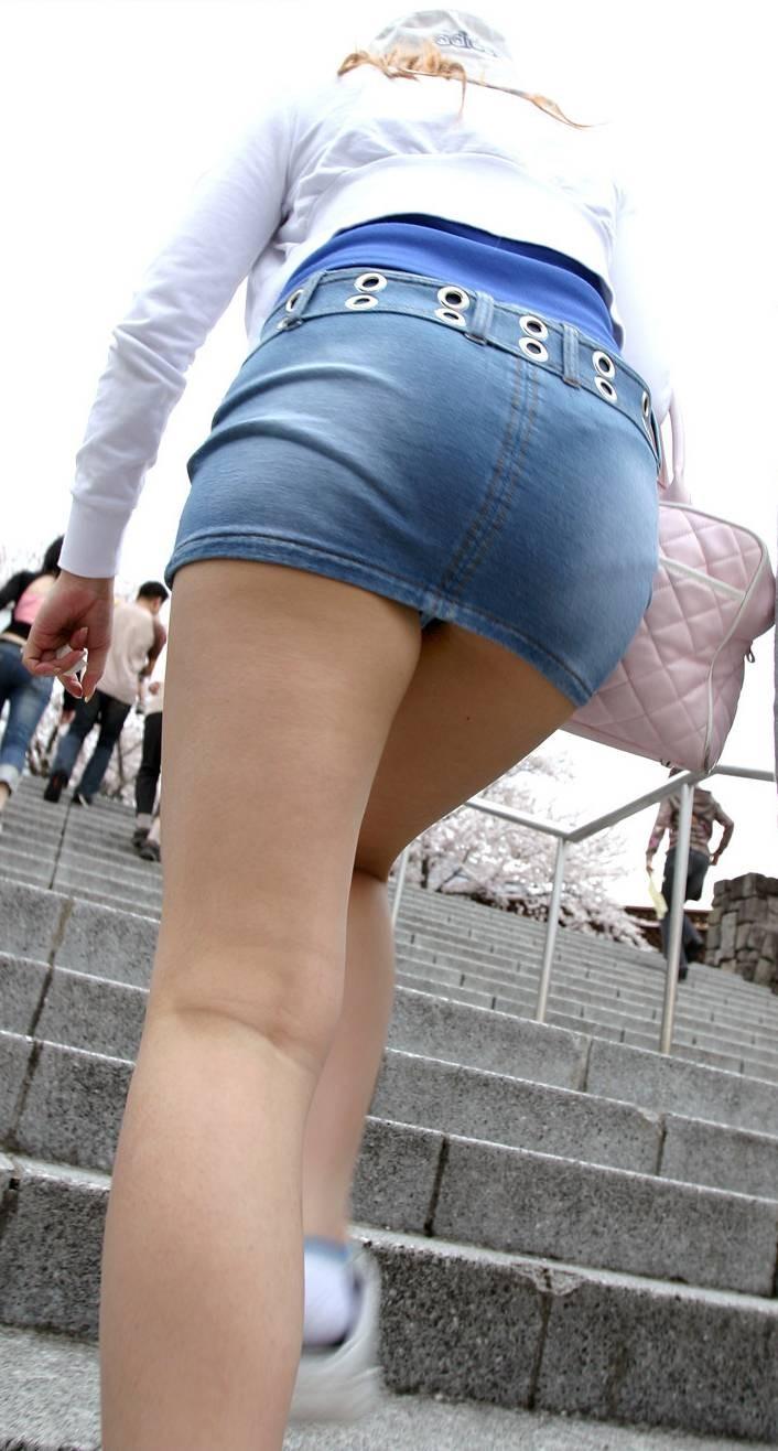 【着尻エロ画像】服着てるのに形がこんなに…見てる方が恥ずかしい街角美尻www 01