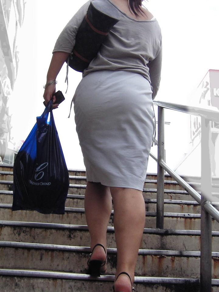 【着尻エロ画像】服着てるのに形がこんなに…見てる方が恥ずかしい街角美尻www 11