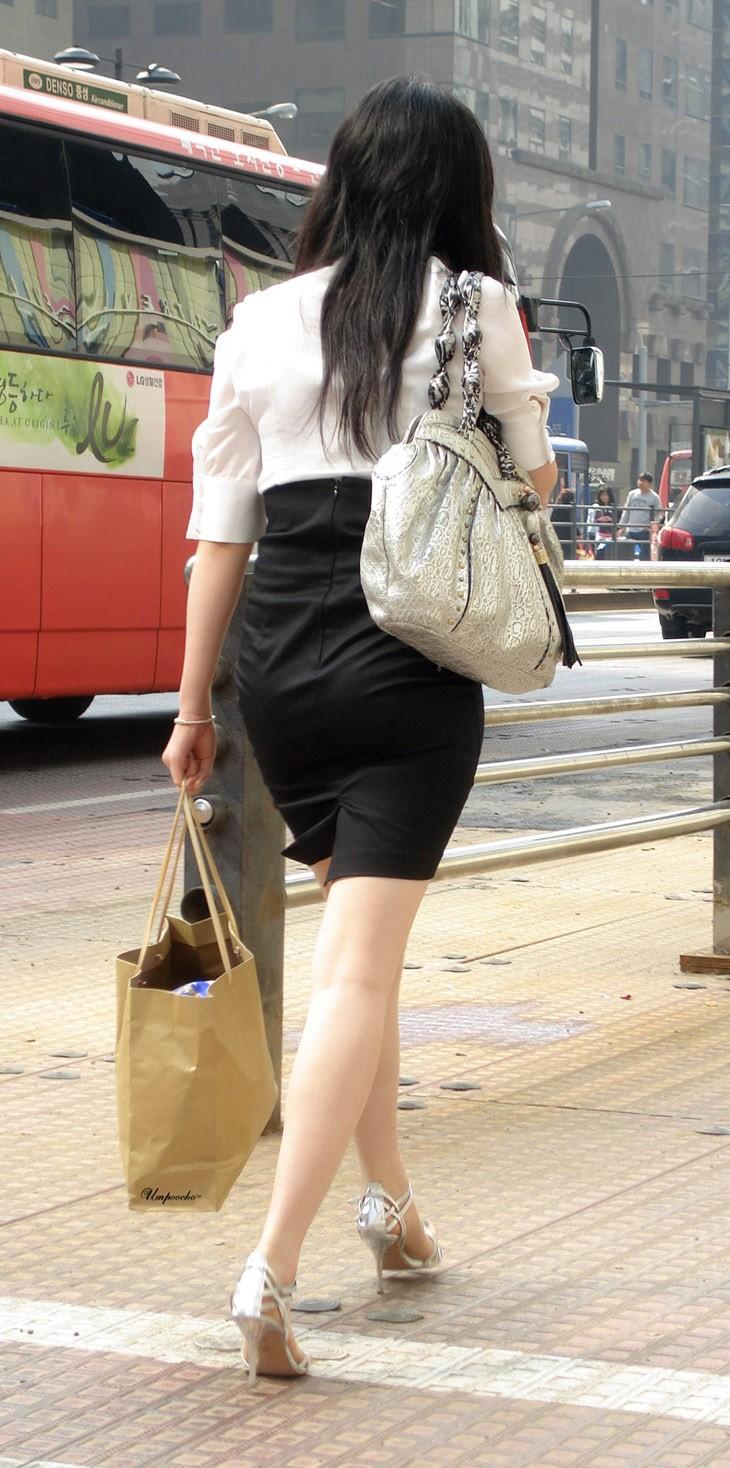 【着尻エロ画像】服着てるのに形がこんなに…見てる方が恥ずかしい街角美尻www 13