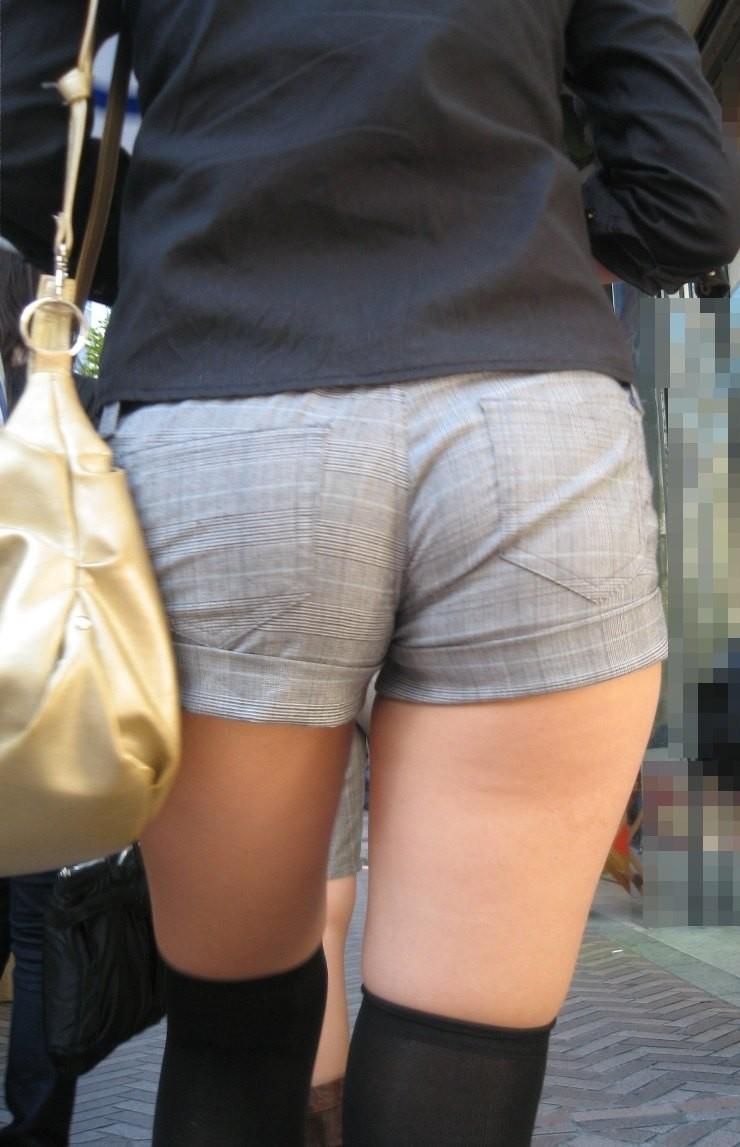【着尻エロ画像】服着てるのに形がこんなに…見てる方が恥ずかしい街角美尻www 18