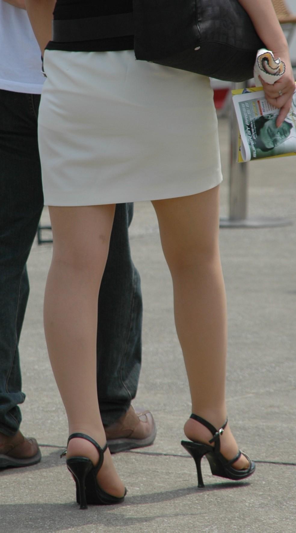 【着尻エロ画像】服着てるのに形がこんなに…見てる方が恥ずかしい街角美尻www 20