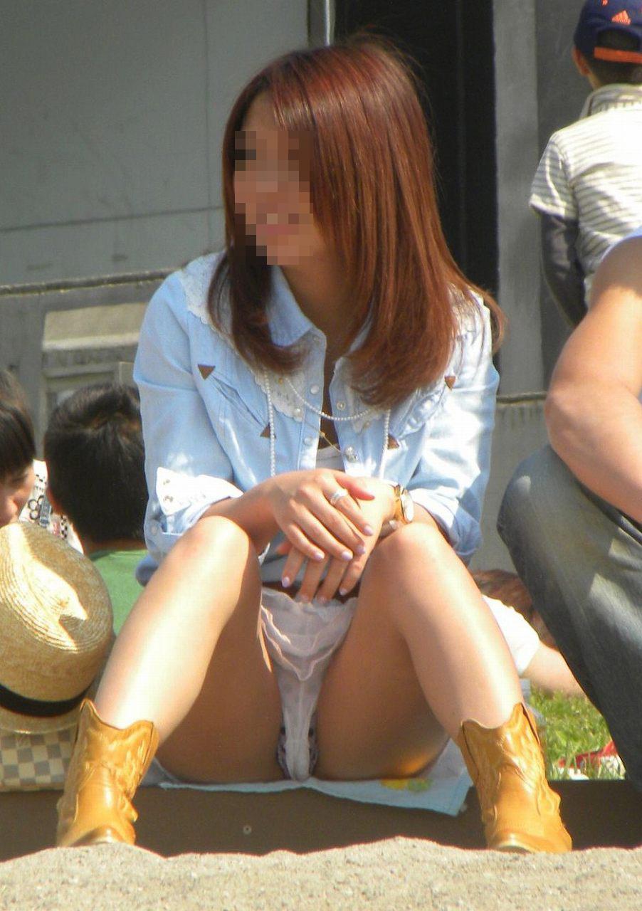 【ハミパンエロ画像】これもパンチラの違った形w裾から見えちゃったハミパン女子www 14