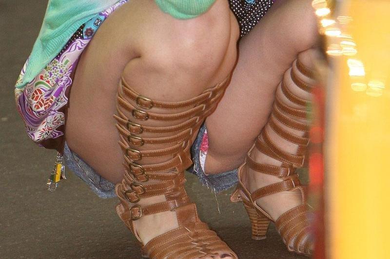 【ハミパンエロ画像】これもパンチラの違った形w裾から見えちゃったハミパン女子www 15