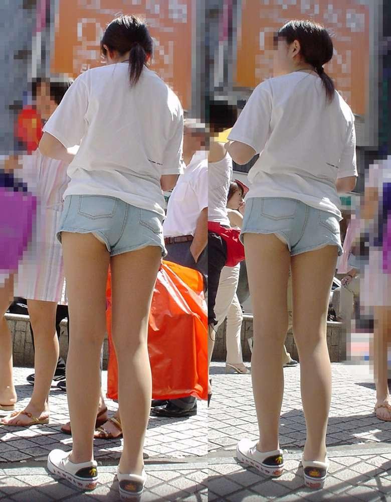 【ハミパンエロ画像】これもパンチラの違った形w裾から見えちゃったハミパン女子www 19