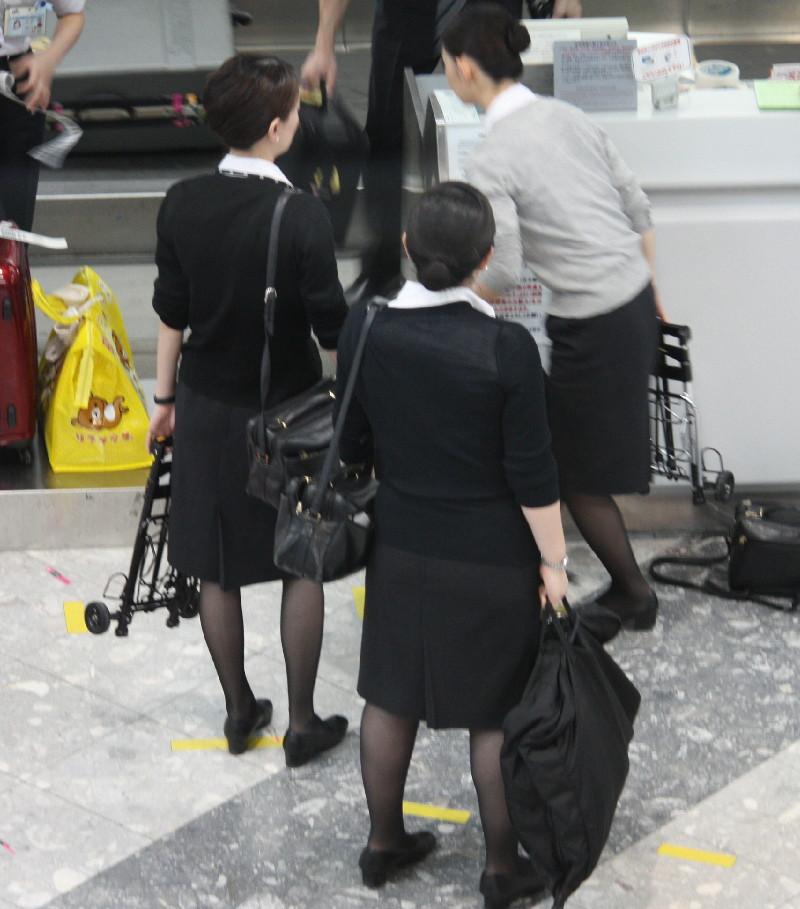 【働く女の着エロ画像】決して高値の華でなないはず…CAさんのOLとはまた違うタイト下半身www 04