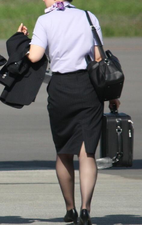 【働く女の着エロ画像】決して高値の華でなないはず…CAさんのOLとはまた違うタイト下半身www 12