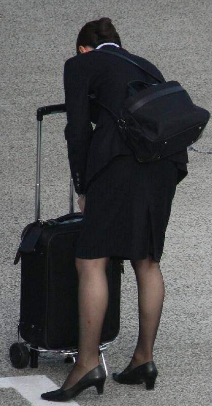 【働く女の着エロ画像】決して高値の華でなないはず…CAさんのOLとはまた違うタイト下半身www 14