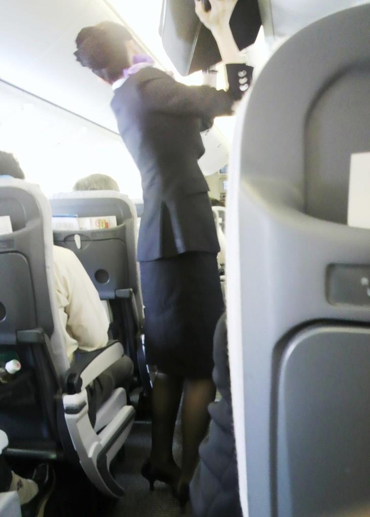 【働く女の着エロ画像】決して高値の華でなないはず…CAさんのOLとはまた違うタイト下半身www 16